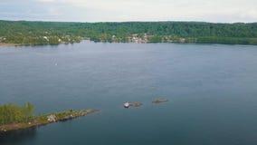 Vogel` s-oog mening van de Svir-rivier, van Ladoga aan het meer van Onega, Rusland nave stock video