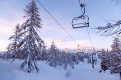 Vogel skidar mitten i berg Julian Alps Arkivbilder