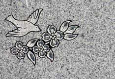 Vogel und Blumen, die gravieren stockfoto