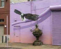 Vogel-Zufuhrwandgemälde 2018 durch Meg Saligman Studio, Philadelphia Stockfotografie