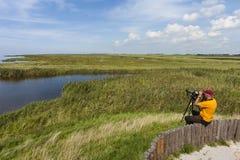 Vogelaar в Warkumerwaard; Birder на Warkumerwaard стоковое фото rf