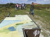 Vogelaars duinen dedans, des Birders en dunes photos stock