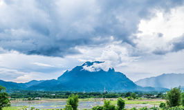 Vogelansicht des Bergs Doi Luang Chiang Dao in Chiang Mai-Provinz lizenzfreie stockfotos