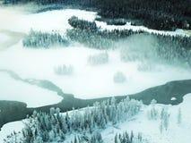 Vogelansicht von Kanas See im Winter Lizenzfreie Stockbilder