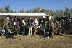 Vogelfestival op di Bezoekers; Ospiti al festival dell'uccello immagine stock