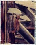 Vogelhaus auf einem alten Stall - polaroidbild transfe stockfoto
