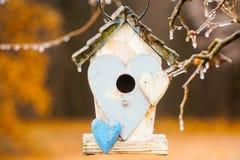 Vogelhaus in einem Garten Lizenzfreie Stockfotos