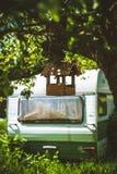 Vogelhuis en kampeerauto Stock Afbeeldingen