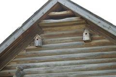 Vogelhuis op het huis royalty-vrije stock afbeelding