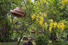 Vogelkäfig im Garten Lizenzfreie Stockbilder