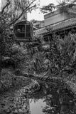 Vogelkäfig im Garten Lizenzfreies Stockbild