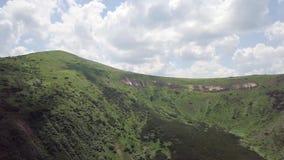 Vogelperspectief op een landschap van de de zomerberg carpathians ukraine stock videobeelden