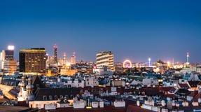 Vogelperspektive über dem Stadtbild von Wien nachts Stockbild