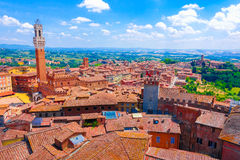 Vogelperspektive über der alten Stadt von Siena, Italien Stockbilder