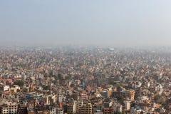 Vogelperspektive über der nepalesischen Hauptstadt Kathmandu Stockfoto