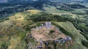Vogelperspektive, über die Ruinen von Csobanci var in Ungarn Ansicht vom Brummen stockbilder