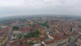 Vogelperspektive über italienischer Stadt Lucca mit typischen Terrakottadächern stock video