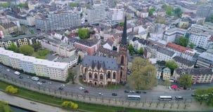 Vogelperspektive: Alte Kirche in Frankfurt am Main, Deutschland, Europa stock video footage