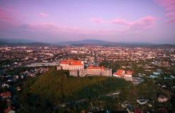 Vogelperspektive alten Palanok-Schlosses oder des Mukachevo-Schlosses, Ukraine, errichtet im 14. Jahrhundert Lizenzfreies Stockfoto