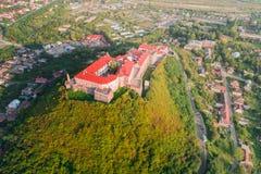 Vogelperspektive alten Palanok-Schlosses oder des Mukachevo-Schlosses, Ukraine, errichtet im 14. Jahrhundert Lizenzfreie Stockbilder