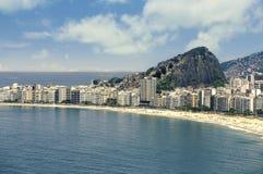 Vogelperspektive auf Copacabana-Strand in Rio de Janeiro stockfoto