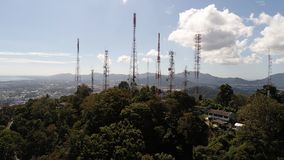 Vogelperspektive auf die Oberseite des Affe-Hügels in Phuket Lizenzfreie Stockfotografie