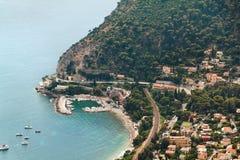 Vogelperspektive auf Eze-sur mer Stadt in Frankreich Azurblaues Meer Lizenzfreie Stockfotos
