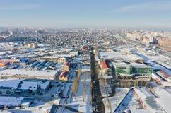 Vogelperspektive auf 30 ließ Pobedy-Straße Tyumen Russland Lizenzfreies Stockfoto