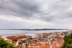 Vogelperspektive auf Lissabon und 25 Abril Bridge Stockbild