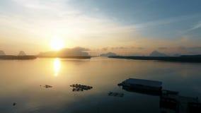Vogelperspektive auf lokalem Boot des Fischerlangen schwanzes stock video