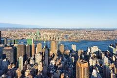 Vogelperspektive auf Midtown Manhattan und Long Island-Stadt Stockbilder