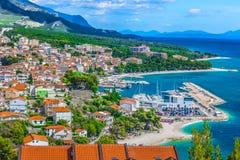 Vogelperspektive auf Platz Baska Voda, Kroatien-Sommerzeit Stockbild