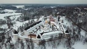 Vogelperspektive auf Savvino-Storozhevskykloster in Zvenigorod stock video