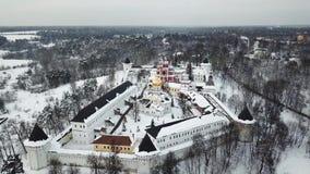 Vogelperspektive auf Savvino-Storozhevskykloster in Zvenigorod stock footage