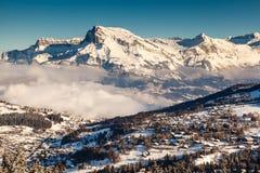 Vogelperspektive auf Ski Resort Megeve in den französischen Alpen Stockfoto