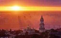 Vogelperspektive bei Sonnenaufgang des Kiews-Pechersk Lavra - eins des Hauptsymbols von Kiew Stockfoto