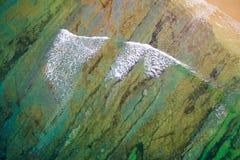 Vogelperspektive bewegt in Ozean wellenartig stockfoto
