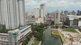 Vogelperspektive das Stadtzentrum mit Wolkenkratzern Jakarta indonesien stock footage