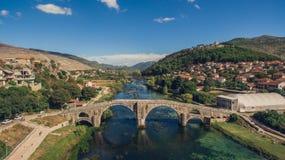Vogelperspektive der alten Brücke in Trebinje Lizenzfreies Stockfoto