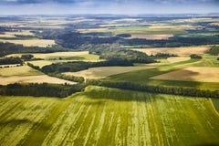 Vogelperspektive der böhmischen Südlandschaft mit Feldern und Wäldern in der Tschechischen Republik Stockfotografie