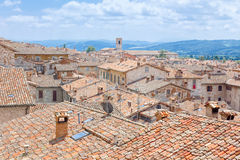 Vogelperspektive der Dachspitzen von Gubbio, die Stadt von Trüffeln und von Keramik, in Umbrien, Italien Lizenzfreie Stockfotografie