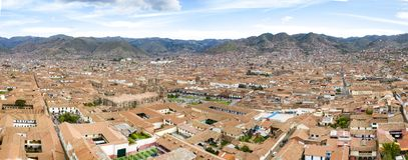 Vogelperspektive der des Cuscos Hauptpiazza- und Stadtskyline Touristische Piazza stockbilder