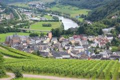 Vogelperspektive der deutschen Stadt der alten Stadt von Saarburg mit Fluss Saar Stockfoto