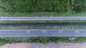 Vogelperspektive der Eisenbahnlinie im ländlichen Gebiet Lizenzfreie Stockfotografie