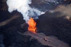 Vogelperspektive der Eruption des Vulkans Kilauea auf Hawaii stockbilder