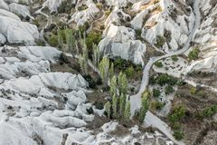 Vogelperspektive der felsigen Landschaft in Cappadocia stockbild