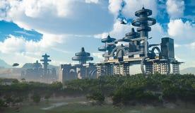 Vogelperspektive der futuristischen Stadt mit Fliegenraumschiffen Lizenzfreies Stockfoto