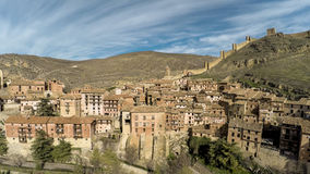 Vogelperspektive der Gebirgsmittelalterlichen Stadt in Aragonien Albarracin, Teruel Stockbilder