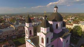Vogelperspektive der Heilig-Geist-Kathedrale in Chernivtsi, Ukraine stock video footage