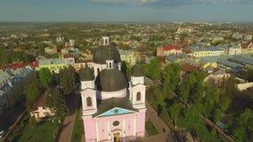 Vogelperspektive der Heilig-Geist-Kathedrale in Chernivtsi, Ukraine stock footage